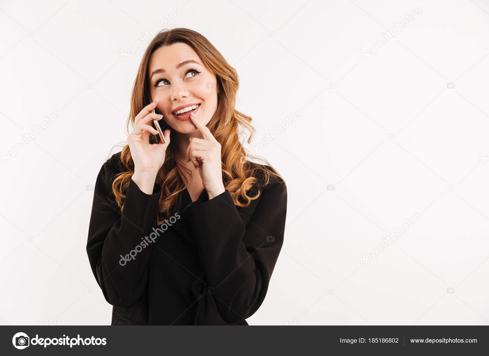 femme d'affaires fabuleux avec des cheveux longs auburn en costume