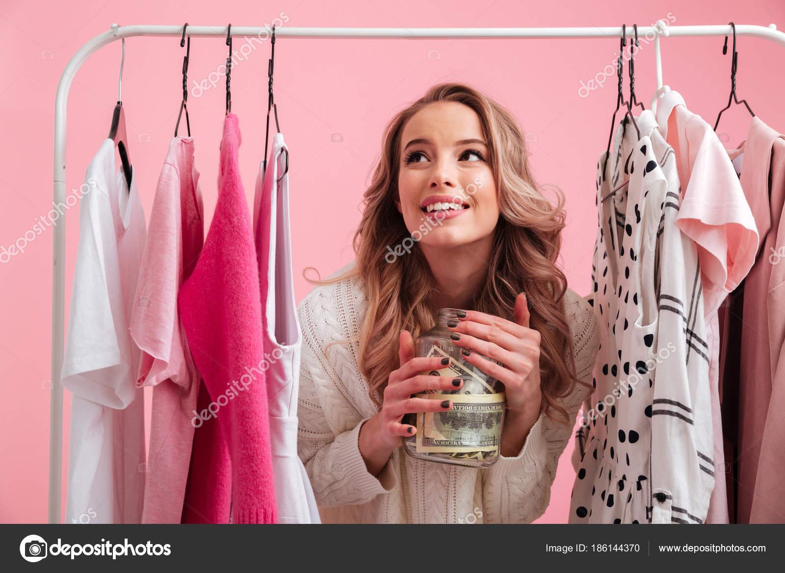 Feliz bella dama elegir ropa — Foto de stock © Vadymvdrobot #186144370