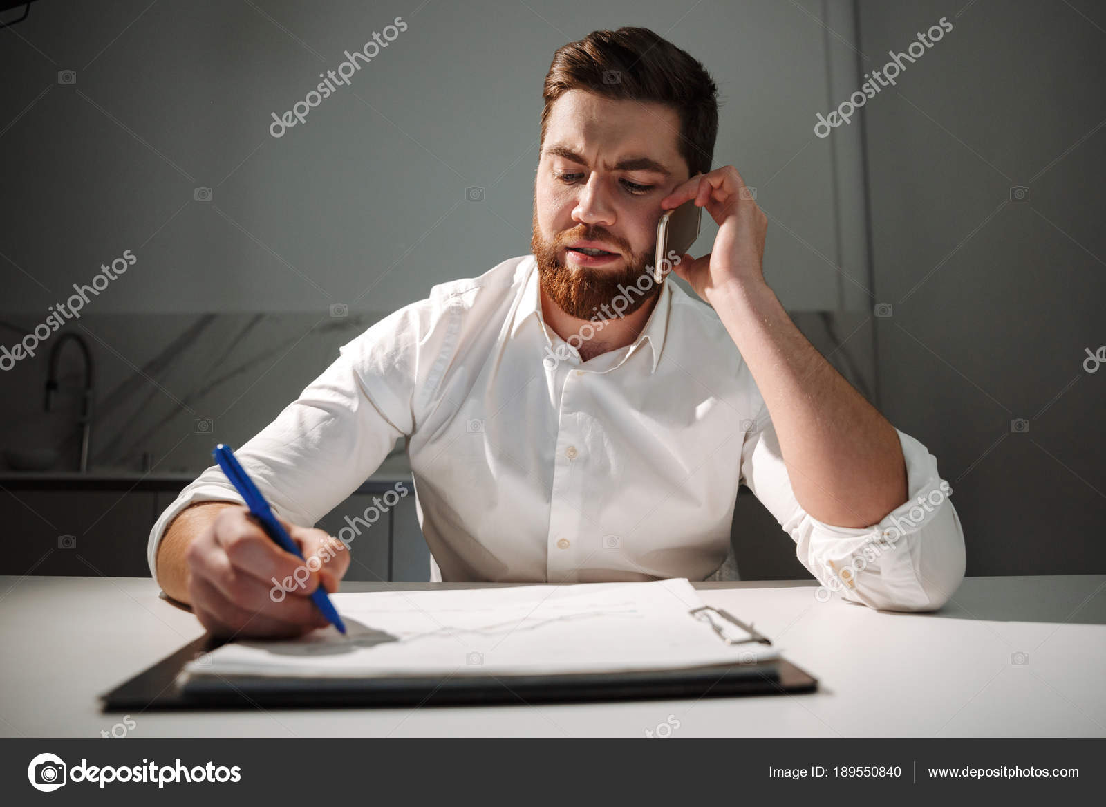 как правильно сказать занята или занята