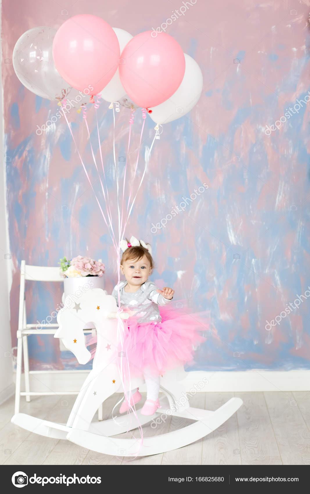 El Primer Bebe De La Torta Retrato De Un Bebe Foto De Stock
