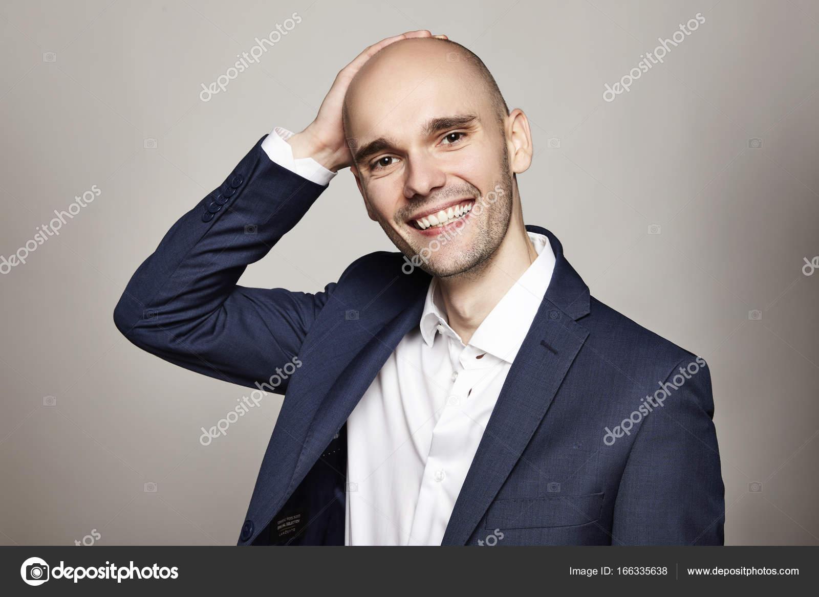 Hombre Sonriente Elegante Stockfoto Filipw 166335638