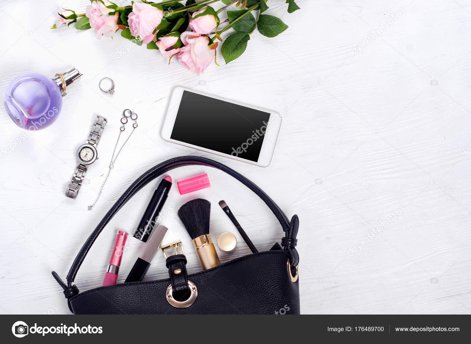 Blumen Parfüm Uhr Armband Handy Handtasche Kosmetik — Stockfoto ...
