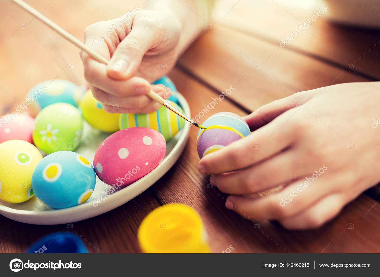 Close up of woman hands coloring easter eggs — Stock Photo ...