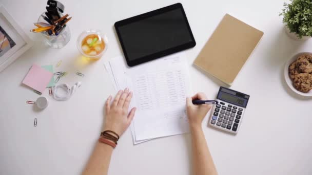Merveilleux Woman With Papers And Calculator At Home Office U2014 Stock Video