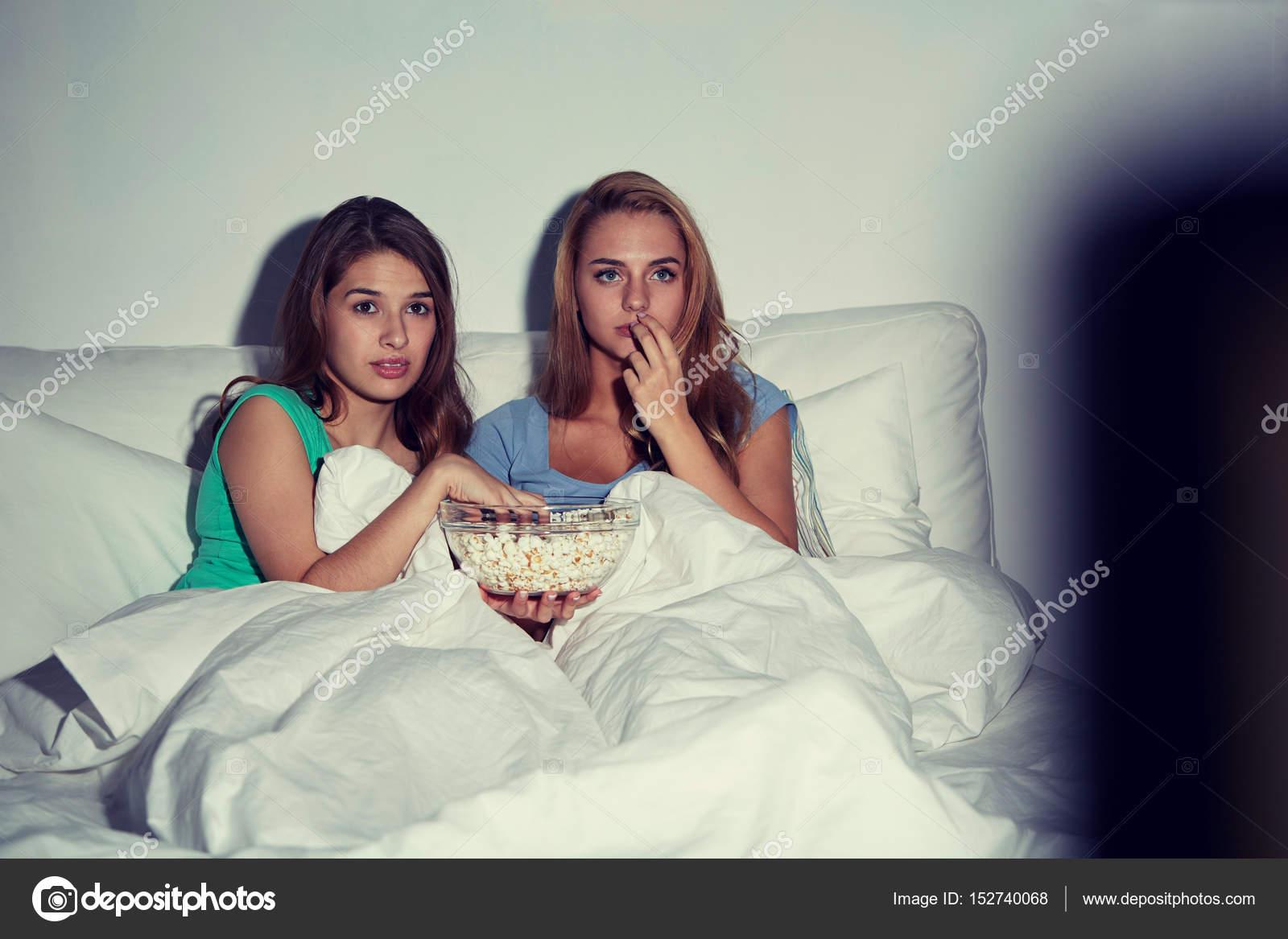 Девочки лесбиянки смотреть