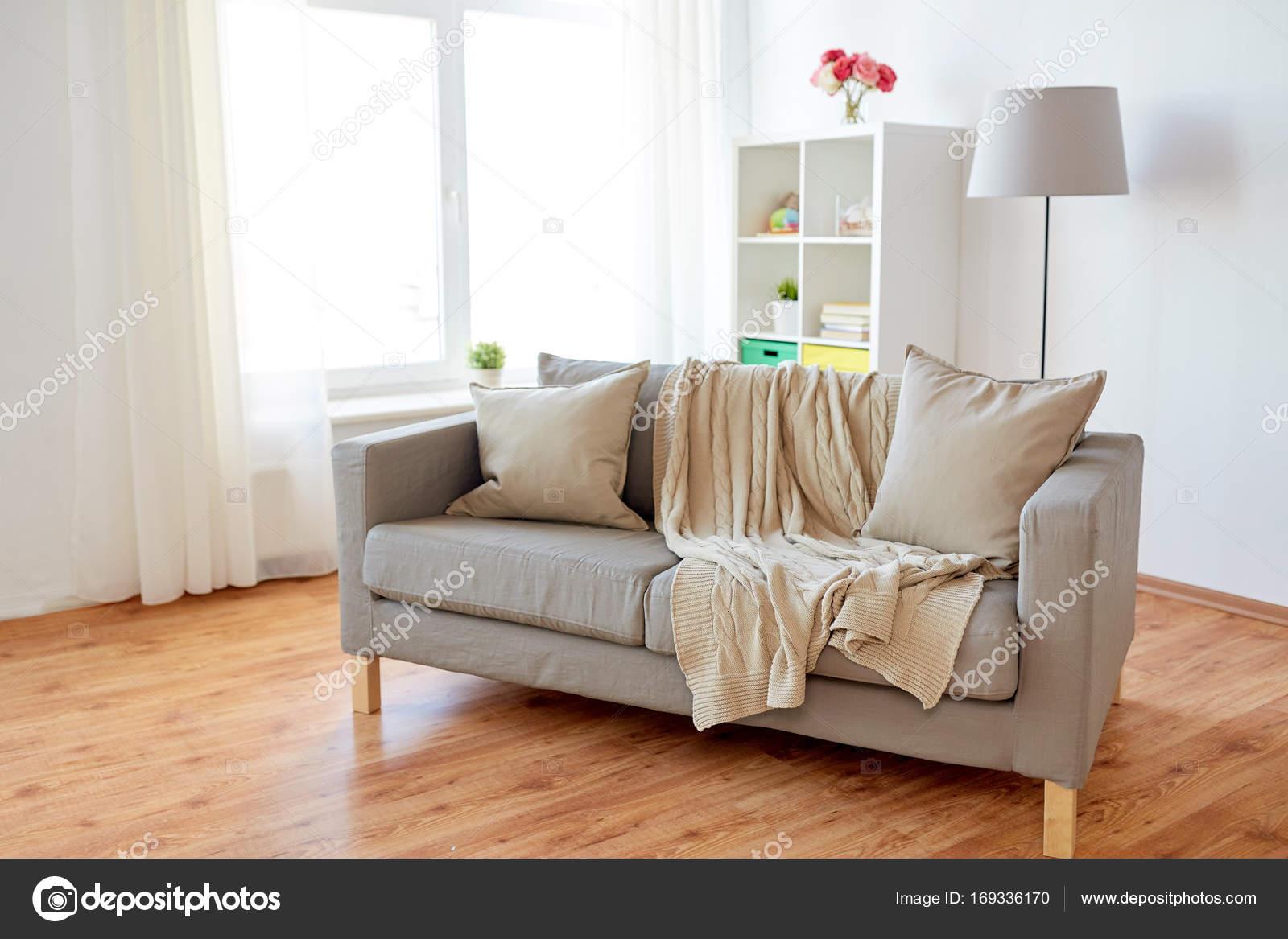 Wohnzimmer kissen stunning neu zwei schne zierkissen mit for Sofa dunkelgrun