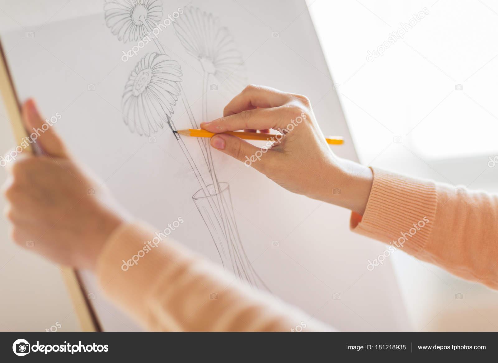Künstler Mit Bleistift Zeichnung Bild Im Art Studio Stockfoto