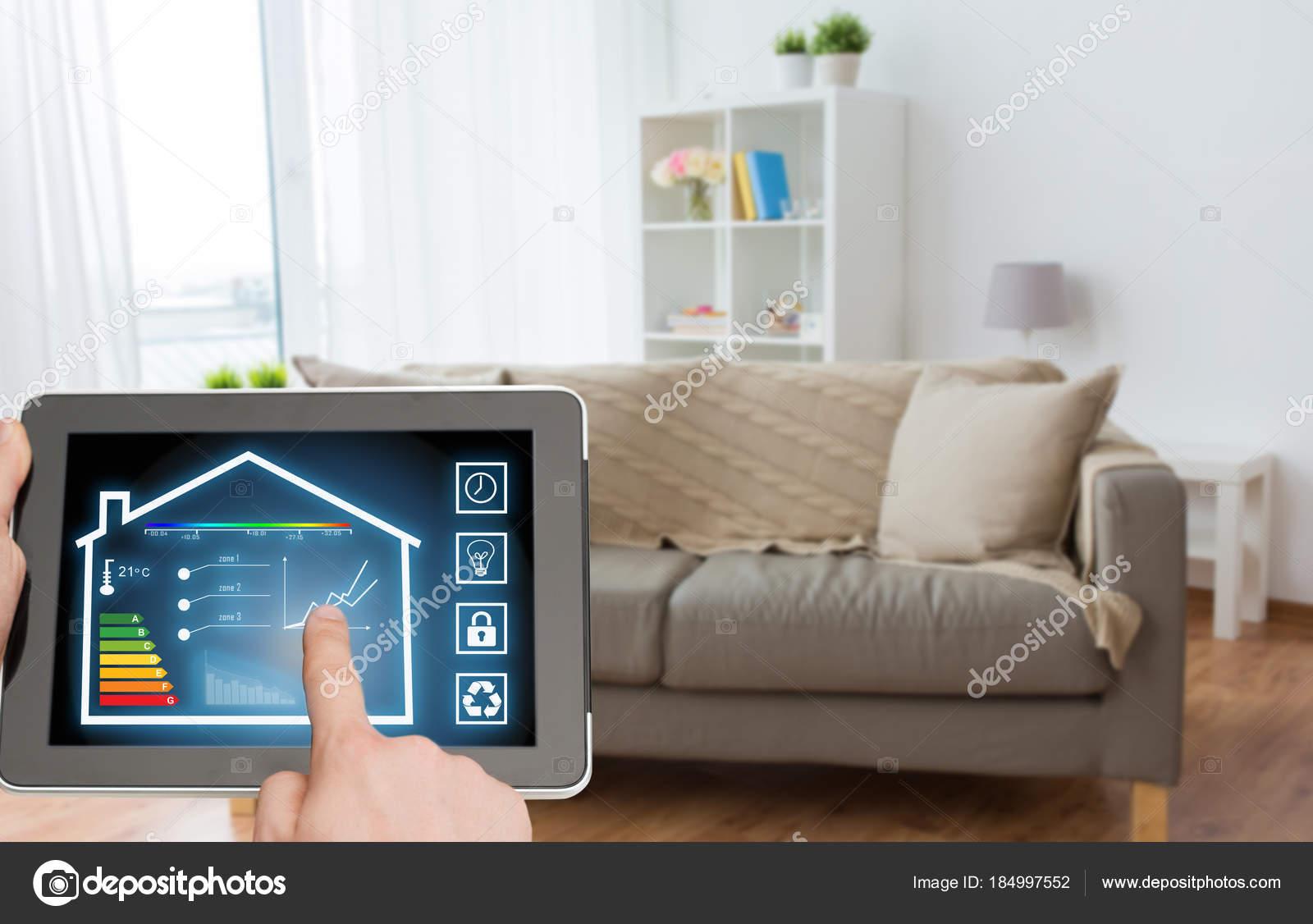 Tablet-pc mit smart home-Einstellungen auf dem Bildschirm ...