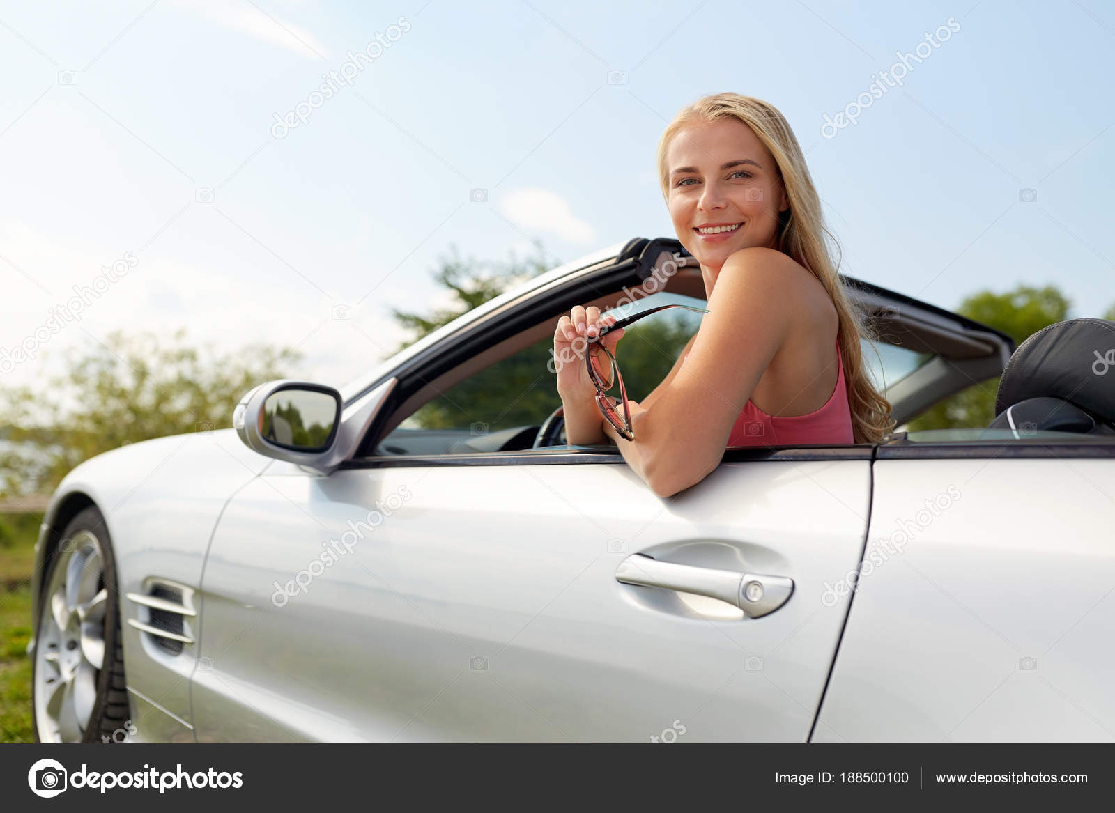 124b9c279 happy young woman in convertible car — Stock Photo ...