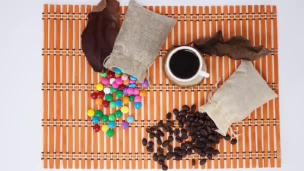 fehér kávé csésze édességek fa asztal háttér