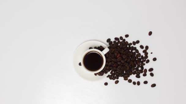 Kávé csésze kávébab fa asztal háttér