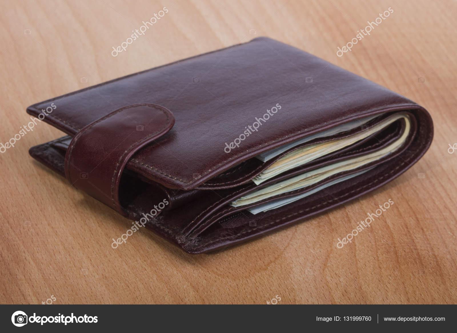 miglior servizio fd4a5 e745b Immagini: portafoglio con soldi | portafoglio con soldi ...