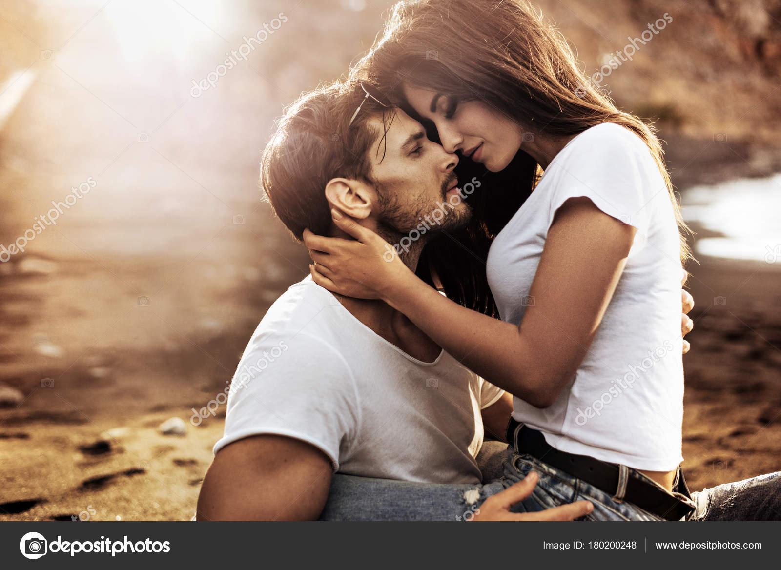 Romantic Couple Pictures Images Stock Photos Depositphotos