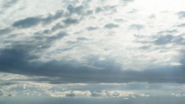 Hnutí mraky, sluneční paprsek obloze, 4k časová prodleva přírodní zázemí