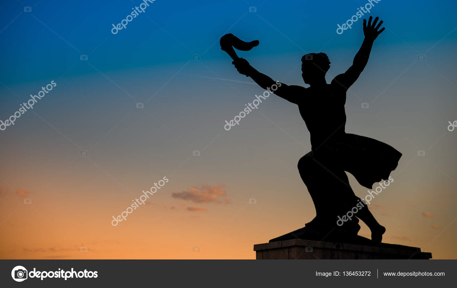 statue of liberty in budapest hungary stock photo anderm 136453272
