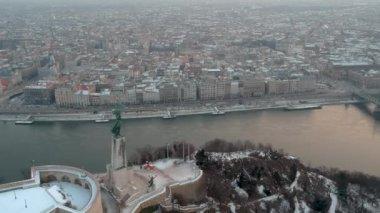 Szabadság-szobor, napkeltekor, Budapest, Magyarország