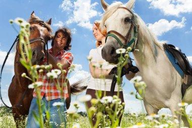 """Картина, постер, плакат, фотообои """"Молодая пара с лошадьми"""", артикул 130012310"""