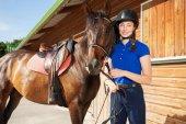 Reiterin mit reinem Pferd