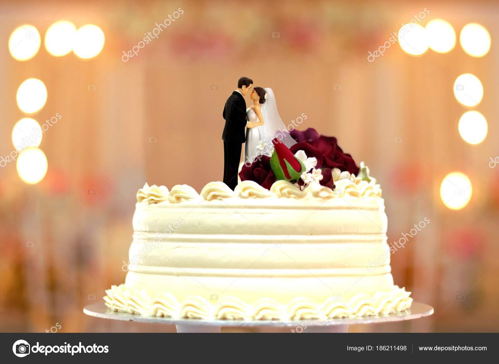 Hochzeitstorte Brautpaar Deckel Stockfoto C Razihusin 186211498