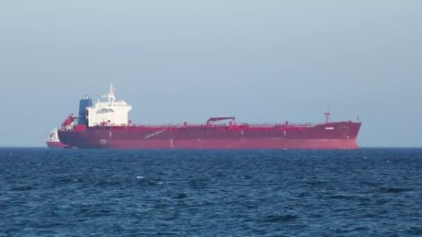 Vzdálených ukotvené tanker