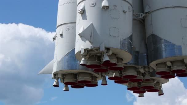 Rocket nozzles clouds