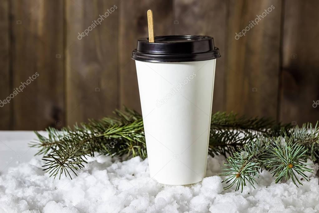фото кофе в стакане на улице зимой ящерица загнана