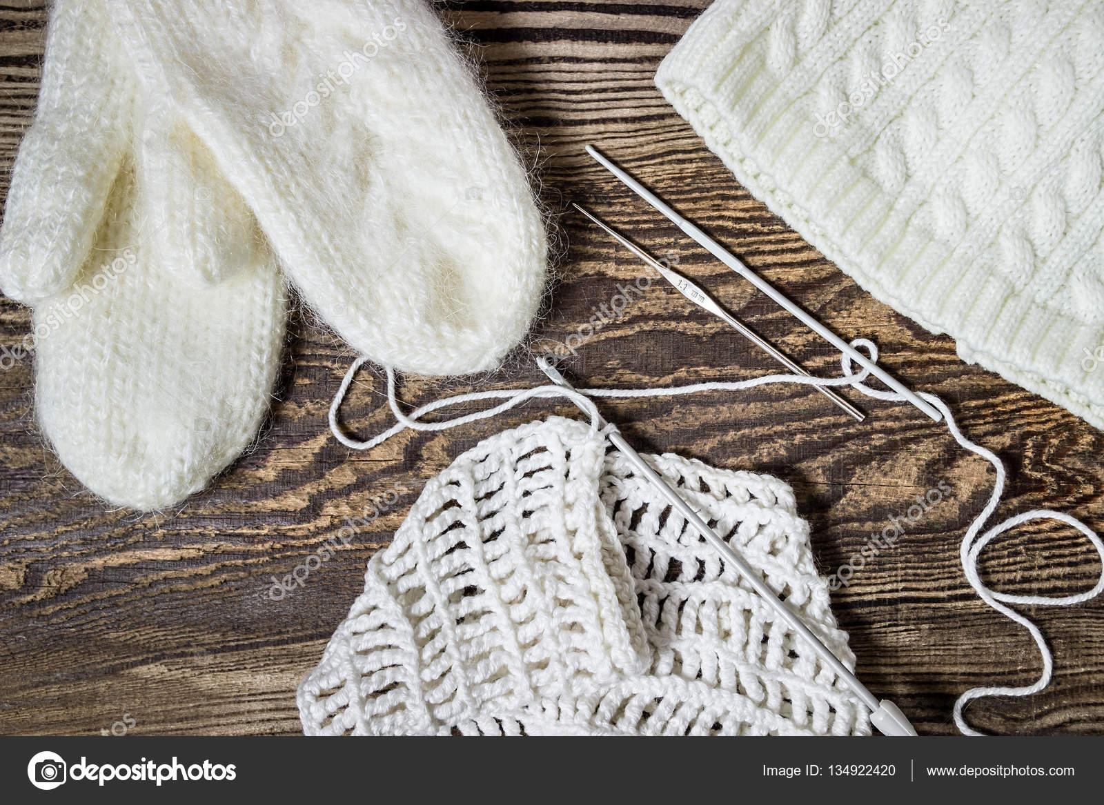 Winter Hintergrund Stricken Häkeln Weiße Handschuhe Und Mütze