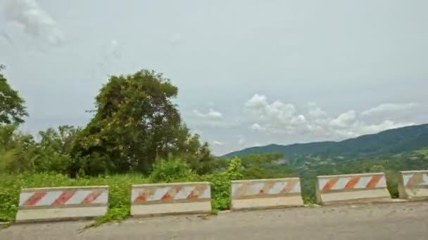 Kudrnatá Mountain asfaltové silnici
