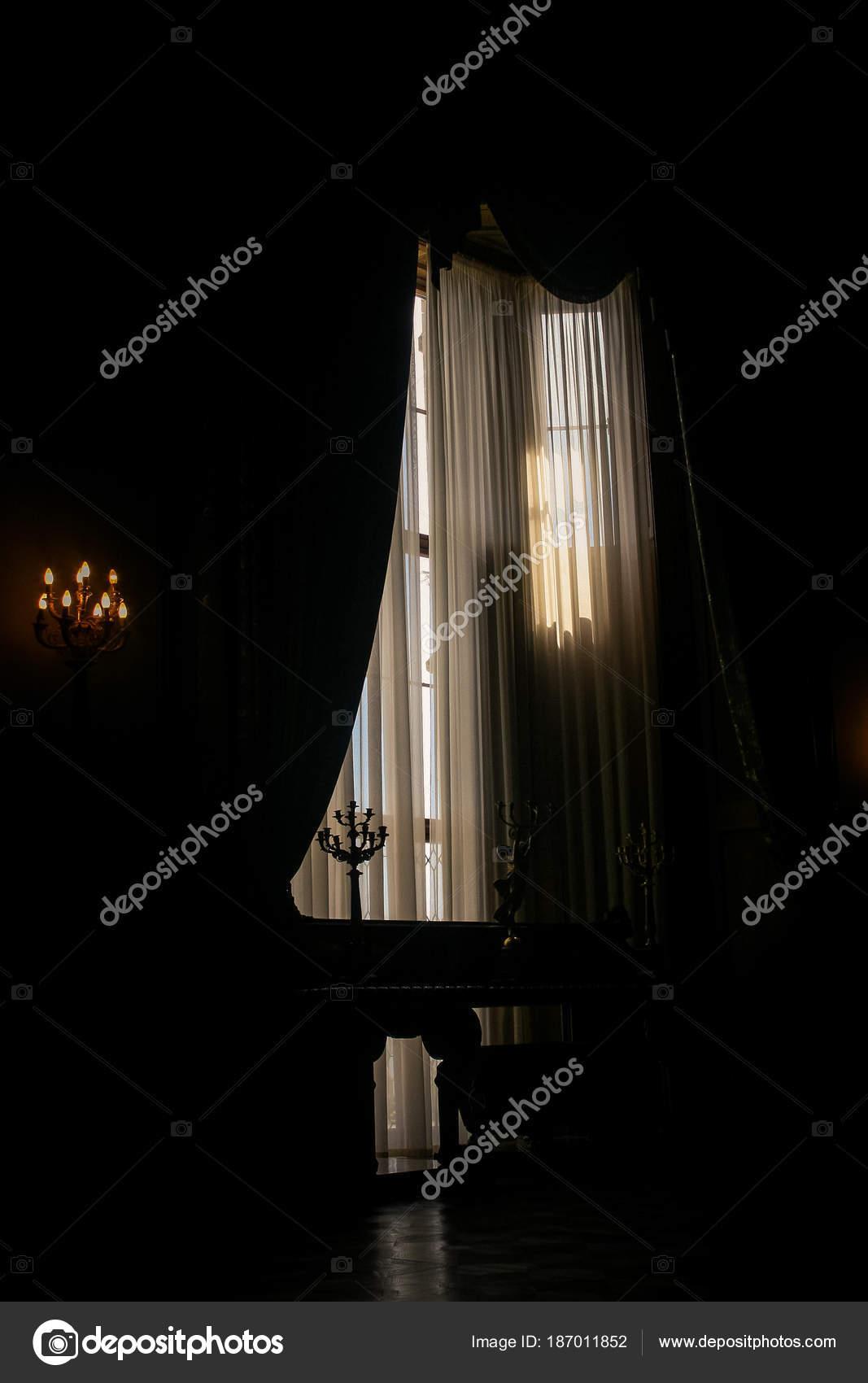 Krim Woronzow Palast Innen Dunkler Raum Mit Fensterlicht Und Kerzen