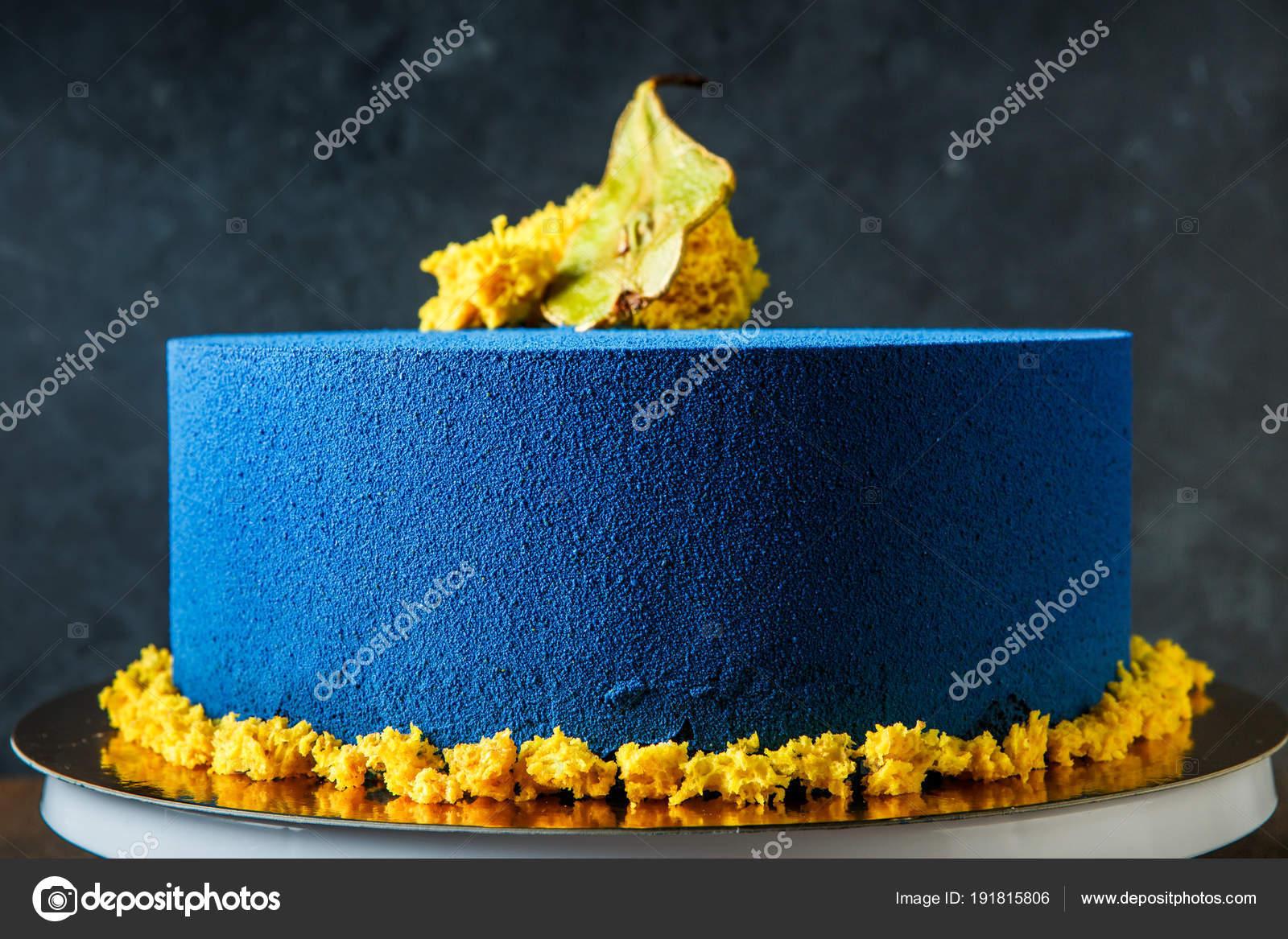 Blaue Runde Kuchen Verziert Mit Dorrbirnen Und Stucke Von Gelben