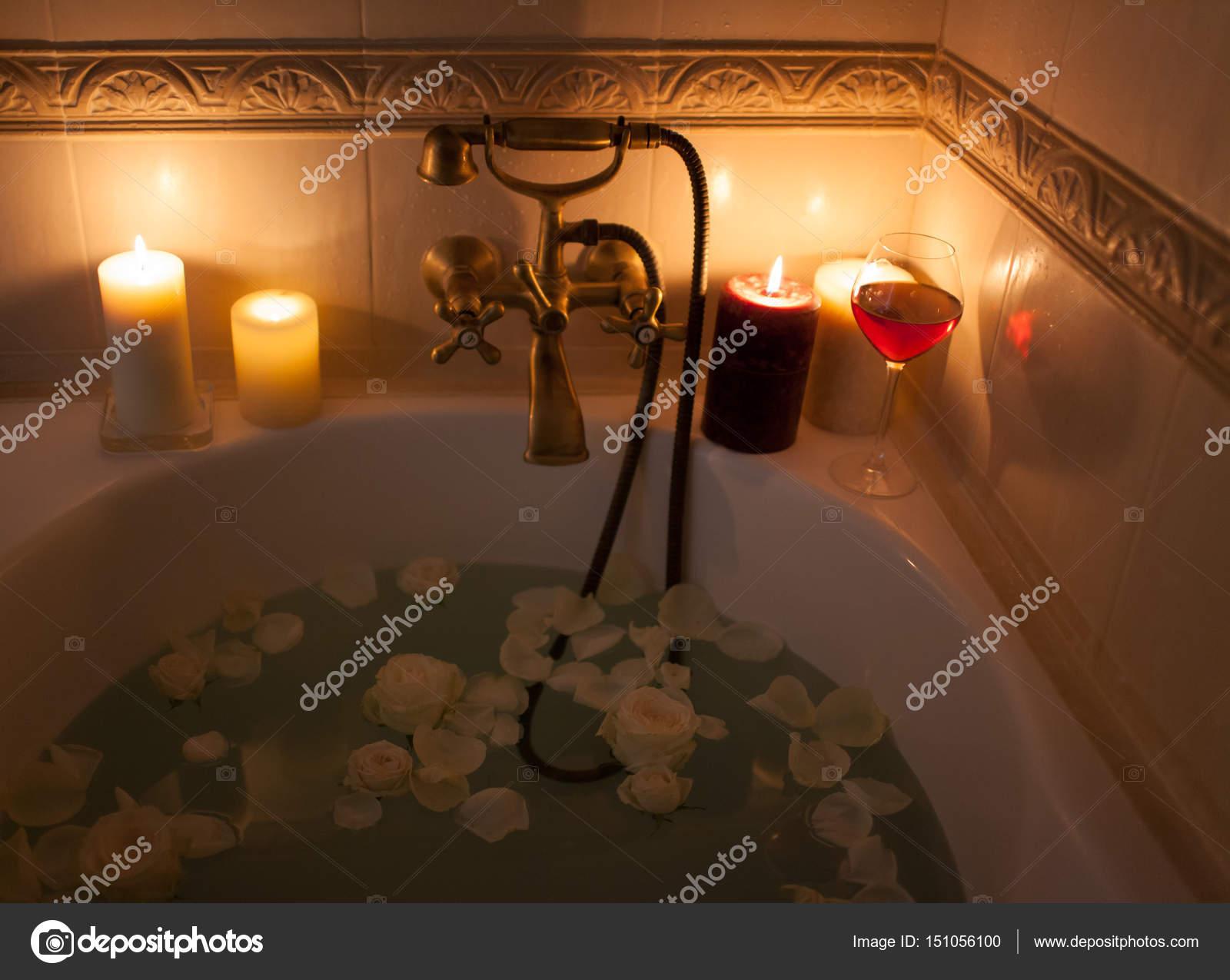 Vasca Da Bagno Romantica Con Candele : Le candele piccoli oggetti per una grande personalizzazione del bagno