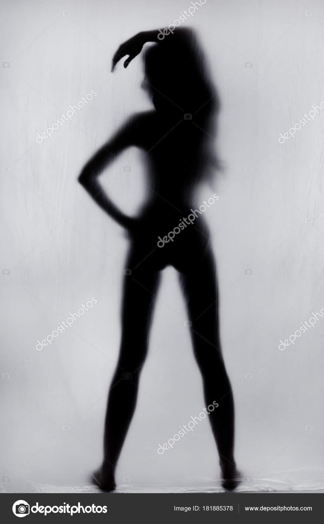 Красивый силуэт голой женщины, стоя когда