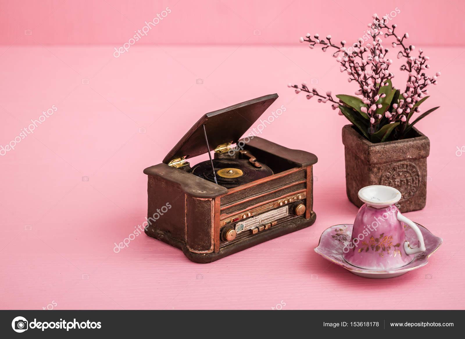 Platenspeler Als Decoratie : Decoratieve retro platenspeler u2014 stockfoto © hskoken #153618178