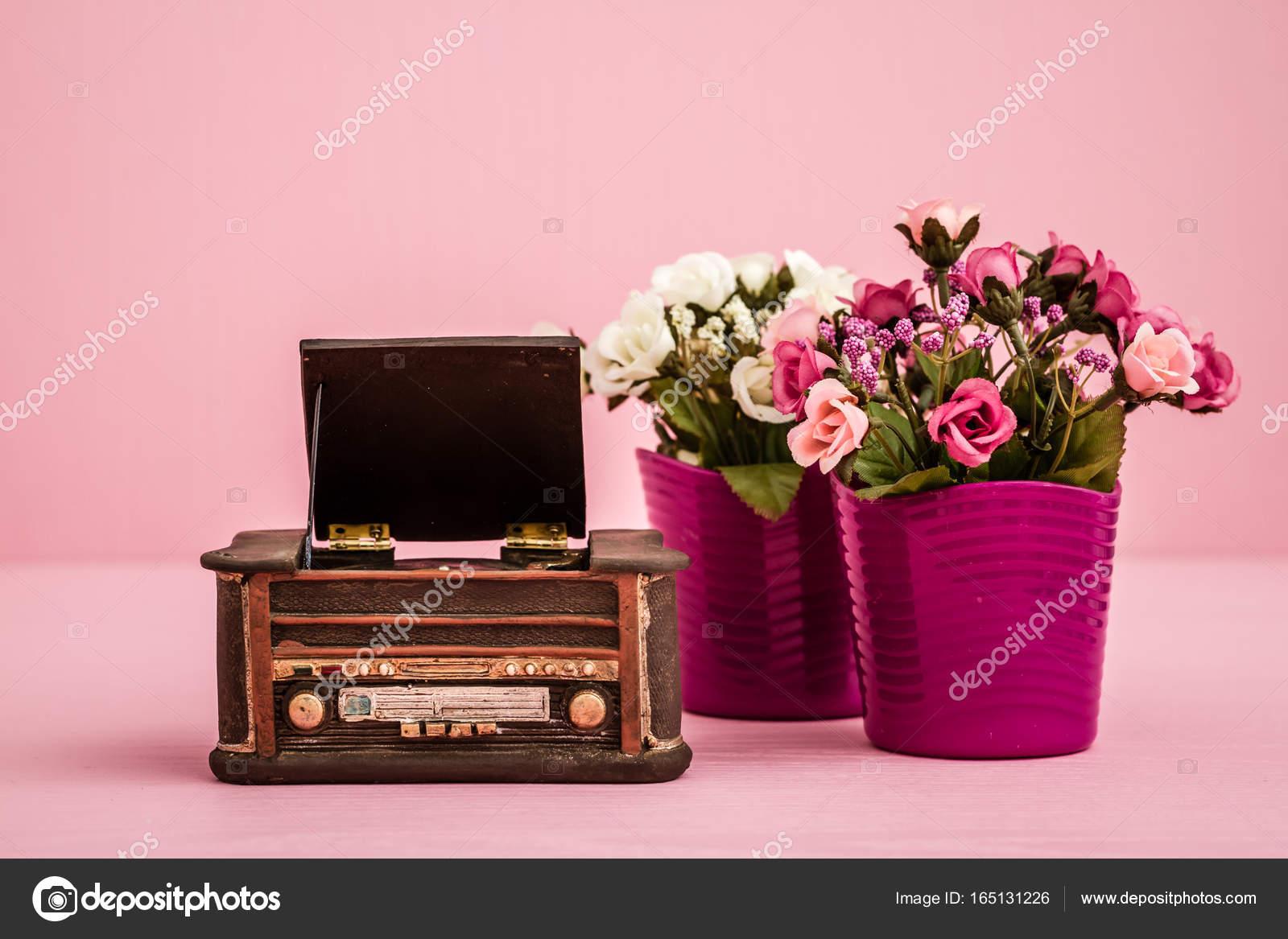 Platenspeler Als Decoratie : Decoratieve retro platenspeler u2014 stockfoto © hskoken #165131226