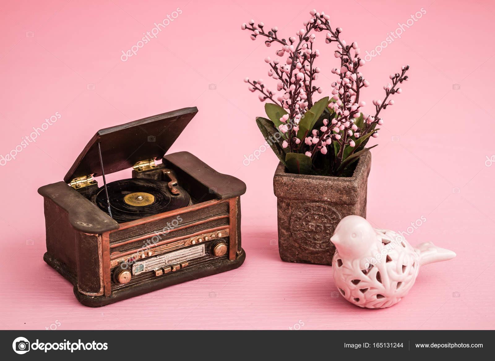 Platenspeler Als Decoratie : Decoratieve retro platenspeler u2014 stockfoto © hskoken #165131244