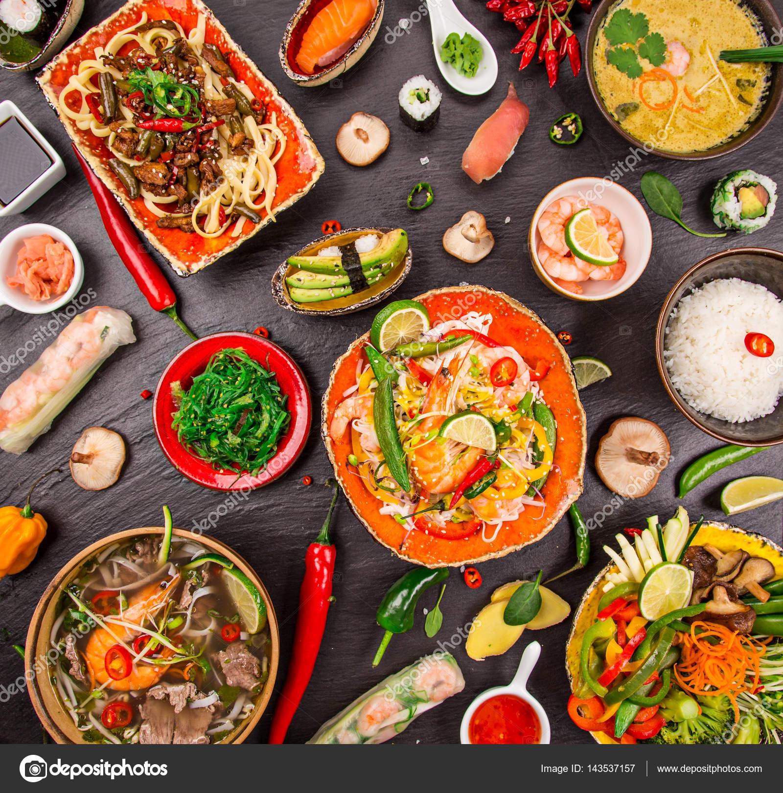 Verschiedene Asiatische Gerichte Auf Rustikalen