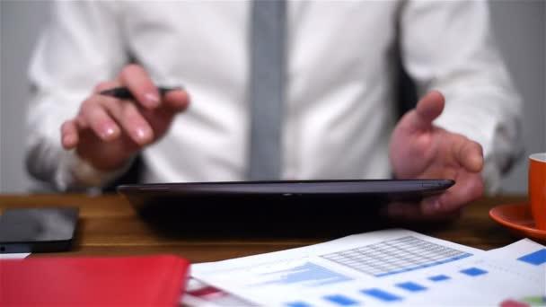 Obchodník na burze statistiky o dotykové podložce