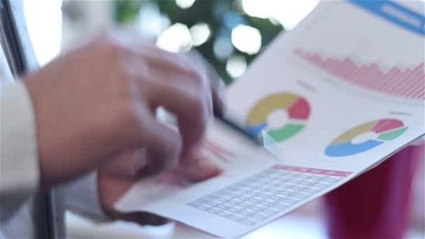 Podnikatel analýza příjmů grafy a grafy zblízka
