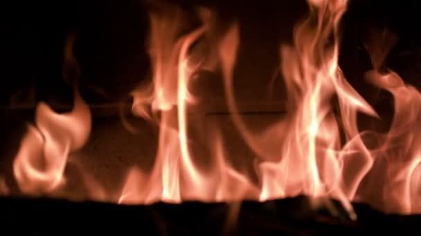 Zpomalený pohyb krb plameny vycházejícího