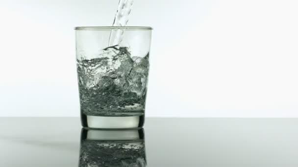 Lassú mozgású öntőüveg víz