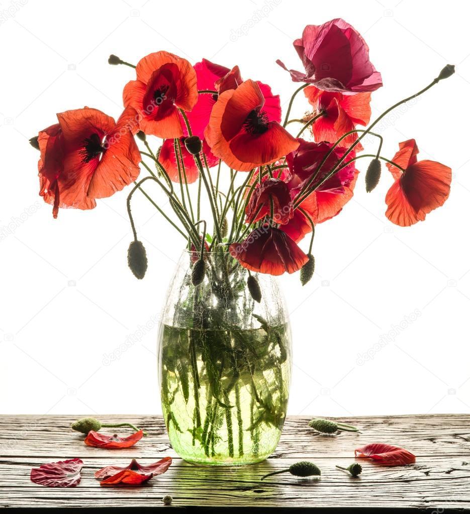 mohn blumenstrau in der vase auf dem holztisch stockfoto valentyn volkov 167138142. Black Bedroom Furniture Sets. Home Design Ideas