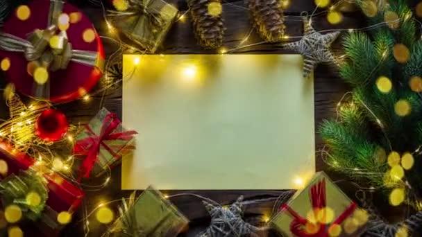 Animované video s vánoční pozadí papíru a pohyblivé dárky a vánoční dekorace.