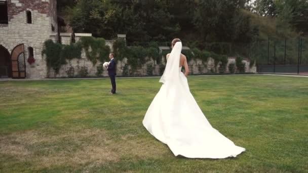 menyasszony és a vőlegény első találkozója