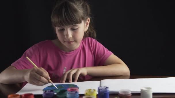 Festő lány portréja