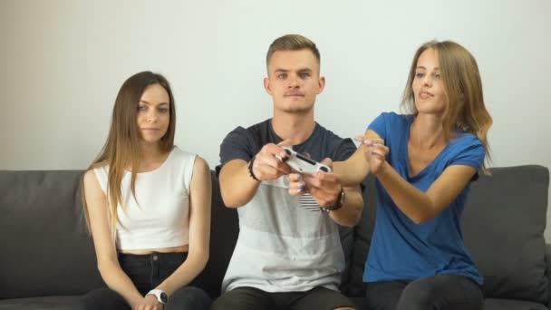 Dívky odnést Gamepad baví