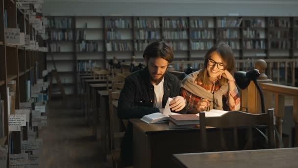 Studijní diskuse v knihovně