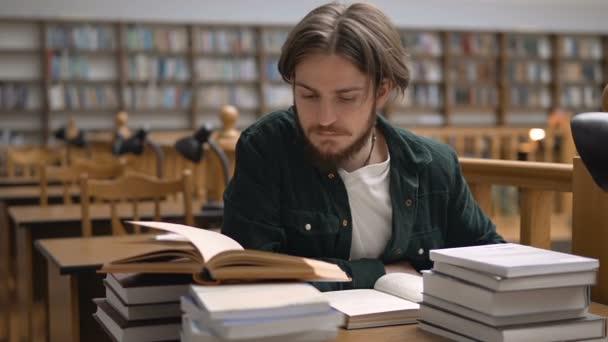 Získání znalosti v knihách