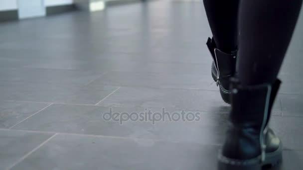 Žena ve stylové boty