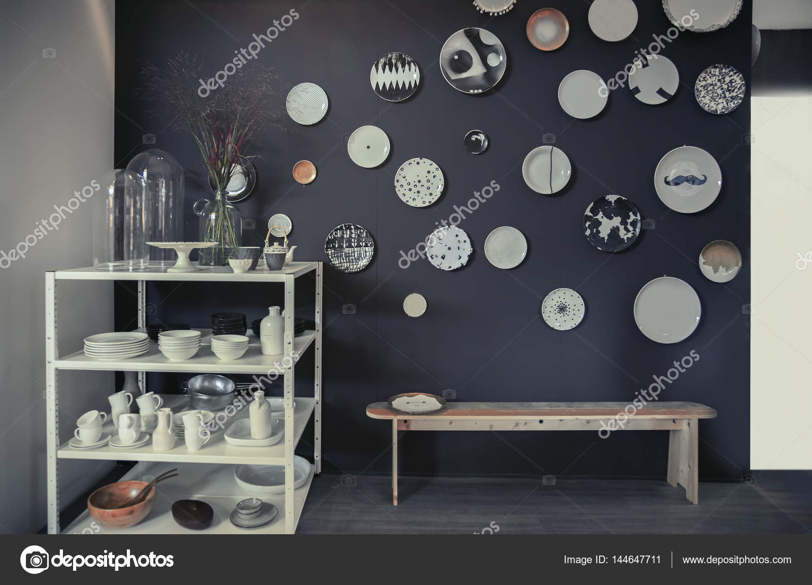 Platten im Inneren an Küchenwand — Stockfoto © araraadt #144647711