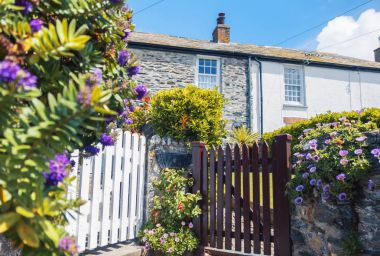 garden and old house, village Port Isaac